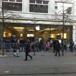 Apple Store Zürich 08:40 Uhr - (c) @greezer