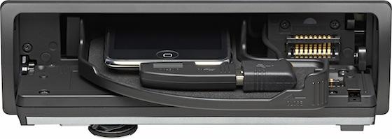 Sonys DSX-S300 mit geöffneter Schublade und Einschub