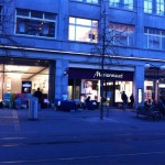 Apple Store Bahnhofstrasse Zürich um 0700 - (c) @greezer