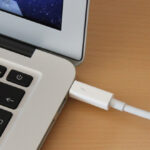 MacBook Air Thunderbolt Anschluss für Display