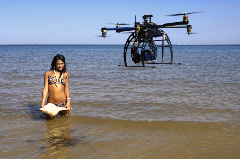 Bikini Shooting mit dem Quadcopter | ©quadrocopter