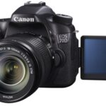 Canon EOS 70D mit ausgeklapptem Display
