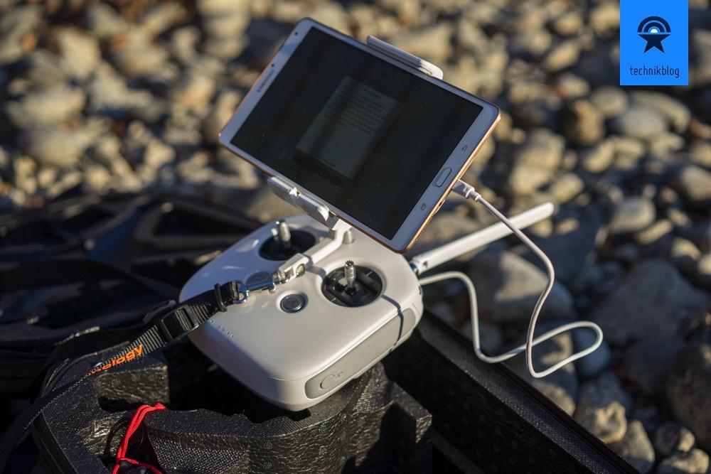 Gesteuert wird über die Fernbedienung und der HD Videodownlink geht direkt auf ein Tablet oder Smartphone der Wahl