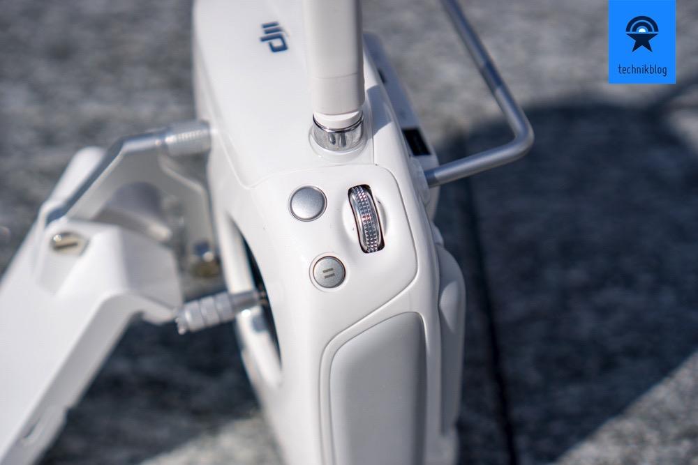 DJI Phantom 4 Remote unterscheidet sich fast nur durch den Pause-Knopf vom Vorgänger