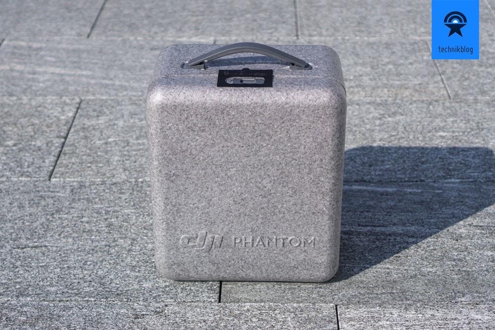 DJI Phantom 4 Box in der Verpackung dient als Koffer
