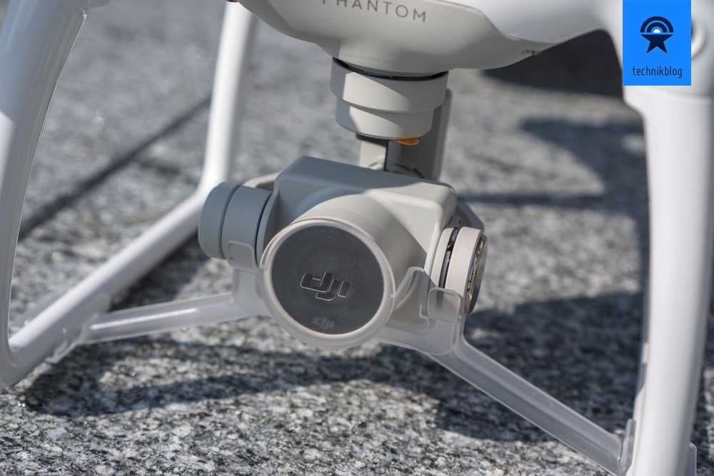 DJI Phantom 4: Der neue Kamera-Gimbal hat eine einfache Halterung für den Transport erhalten.