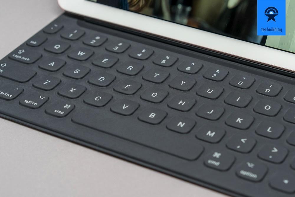Smart Keyboard von Apple, derzeit nur im QWERTY Layout.