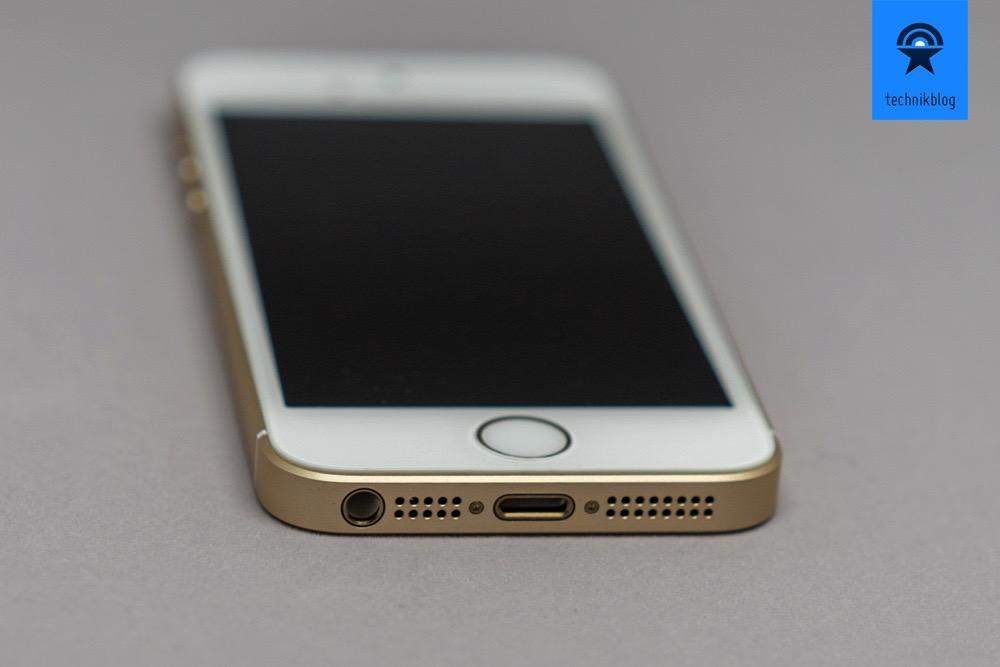 Apple iPhone SE: 3.5mm Kopfhörerbuchse ist unten und daneben der Lightning Port