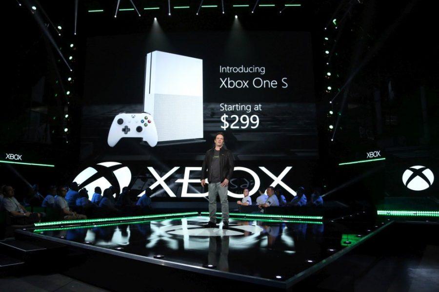 Phil Spencer präsentiert die Xbox One S