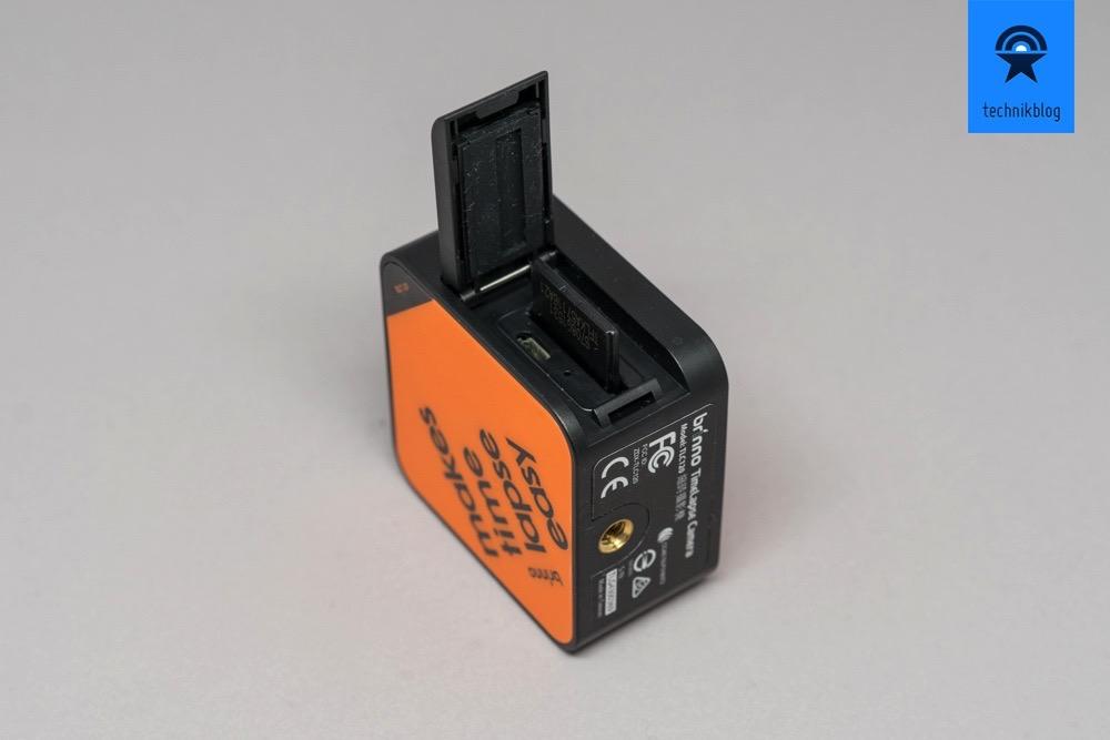 Brinno TLC120: wasserfest, Speicherslot und microUSB-Ladebuchse hinter einer Abdeckung