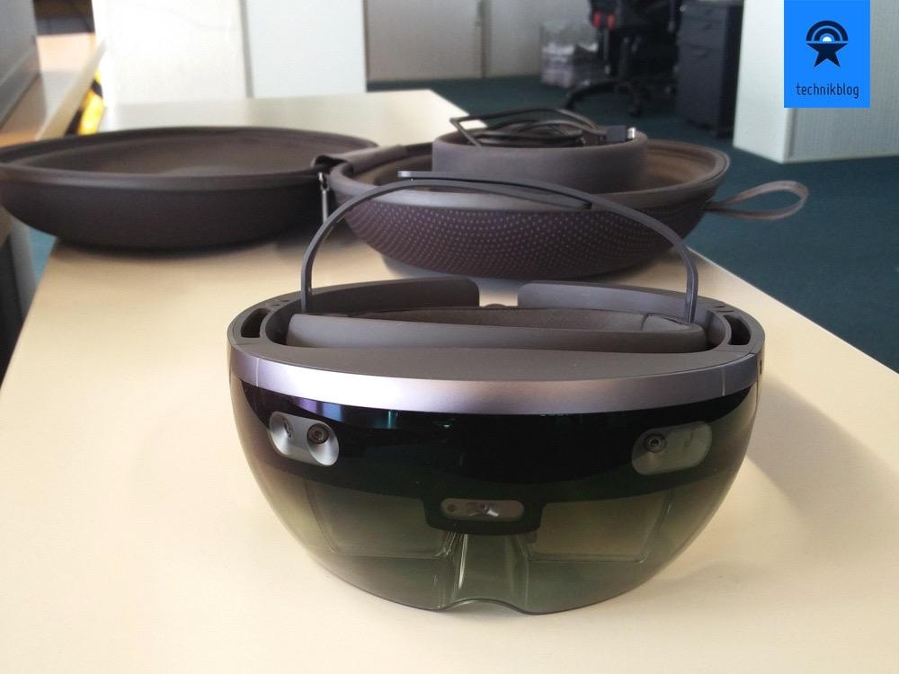 Microsoft HoloLens - Augmented Reality