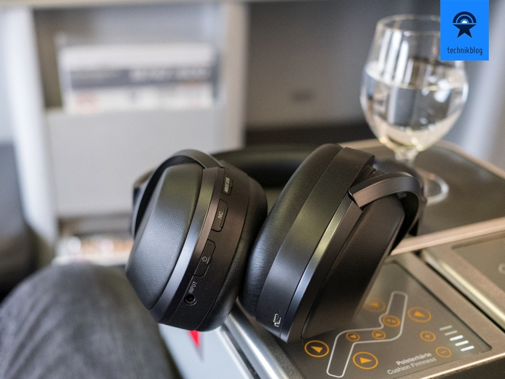 Anschlüsse und Tasten am MDR-1000X