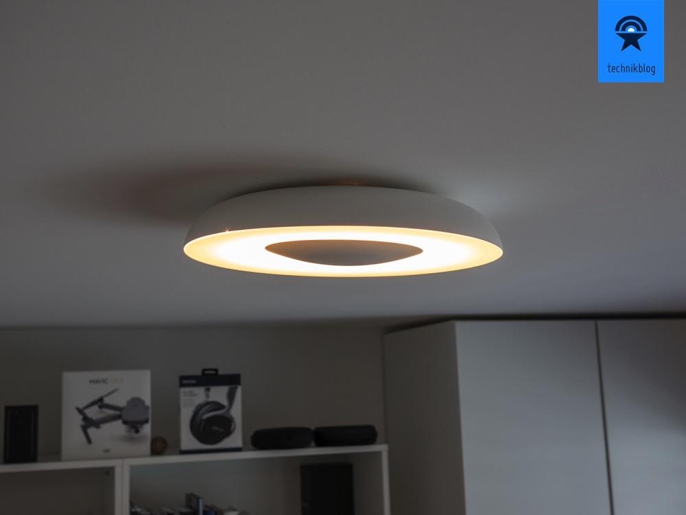 Philips Hue Still (LED) Deckenlampe im Einsatz