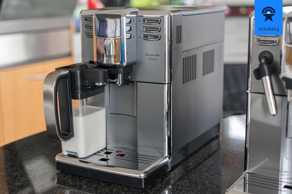 Saeco Incanto Titanium Deluxe hat eine Milchkaraffe im Lieferumfang