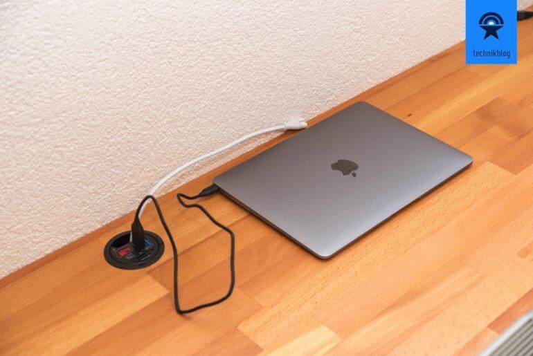 Gadget-Tisch mit Ladehub im Eigenbau