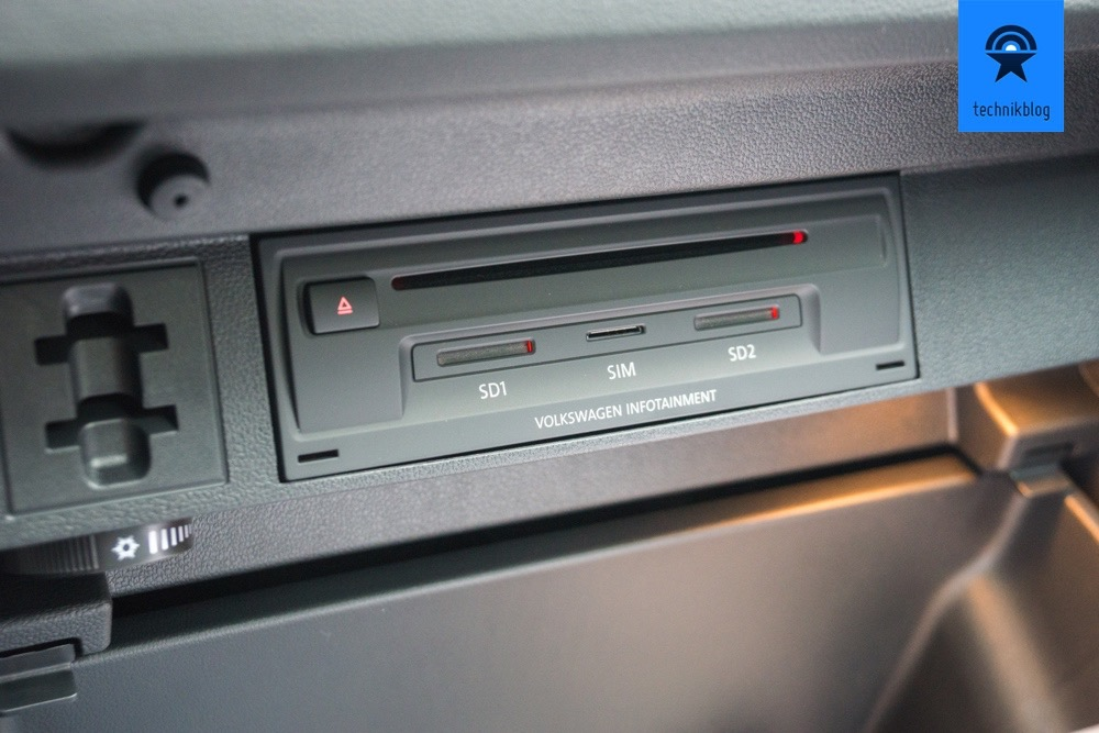 VW-Tiguan mit SIM-Karten-Einschub