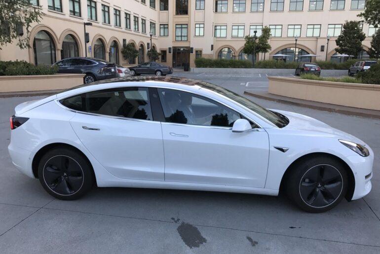 Tesla-Model-3-Sideview