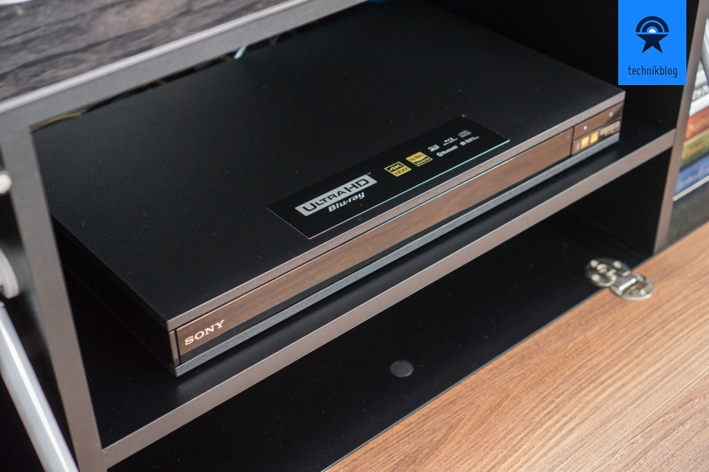 Sony UBP-X800 in meinem TV-Regal