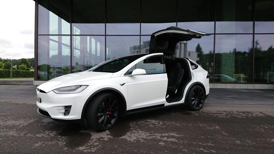 Das Tesla Model X (Bericht folgt) mit dem XZ Premium fotografiert