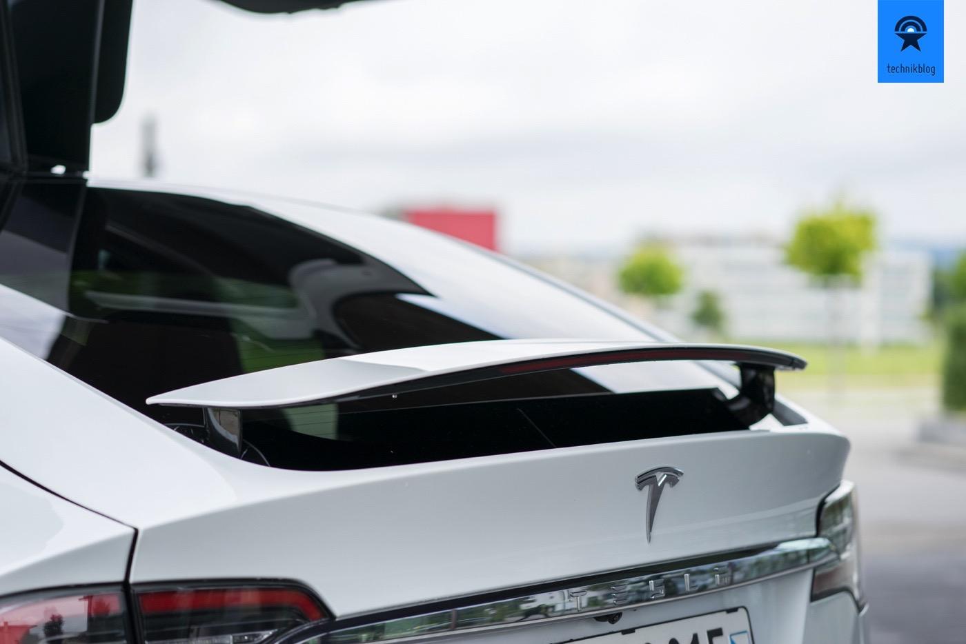 Der automatische Heckspoiler des Model X