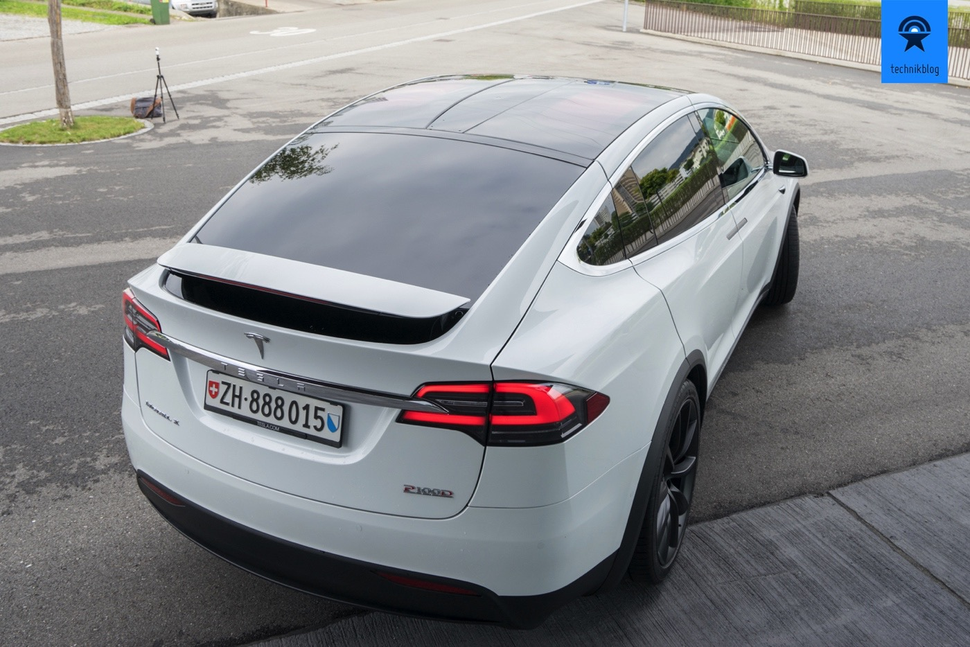 Tesla Model X P100D - Spoiler und Panorama-Windshield