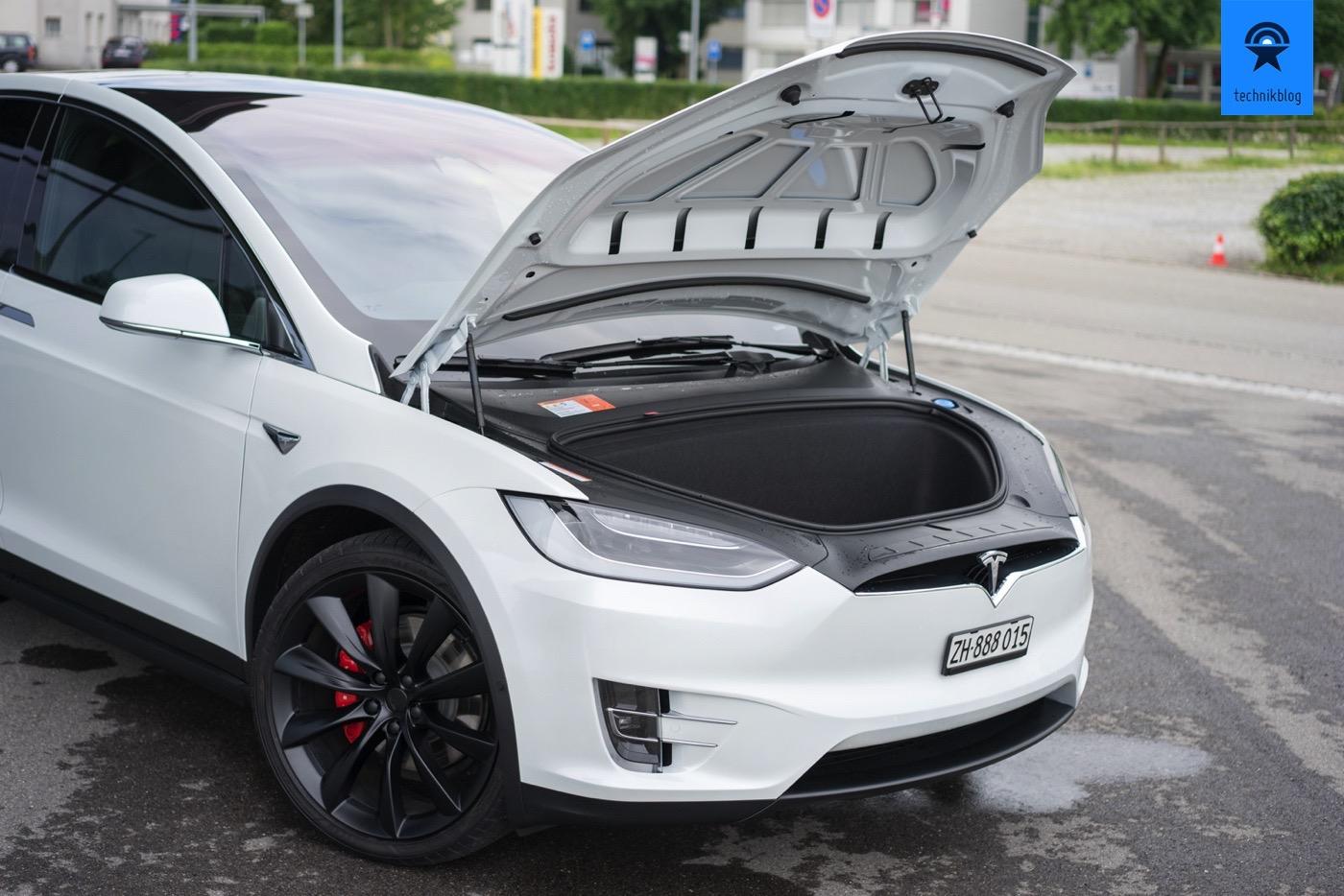 Tesla Model X mit Kofferraum vorne