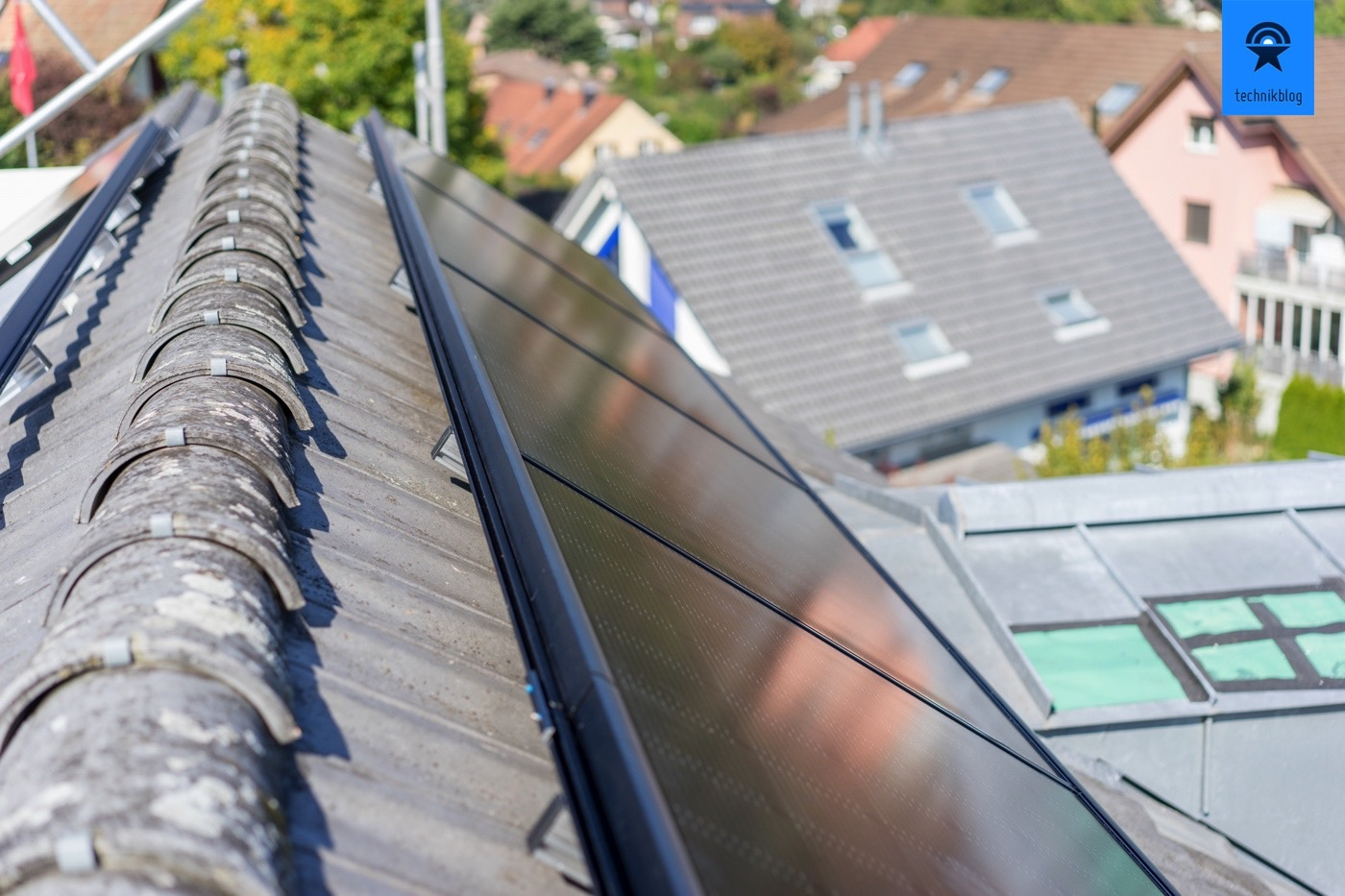 Ost-Seite des Dachs mit einer Reihe von 7 Modulen, ergibt 2.24kWp.