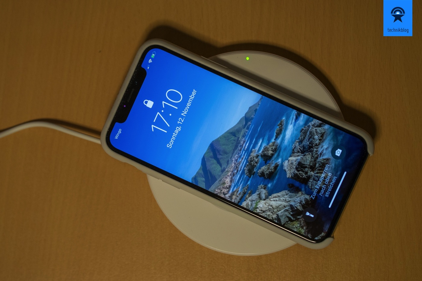 Beklin Boost Up - kabelloses Charging Pad mit dem iPhone X