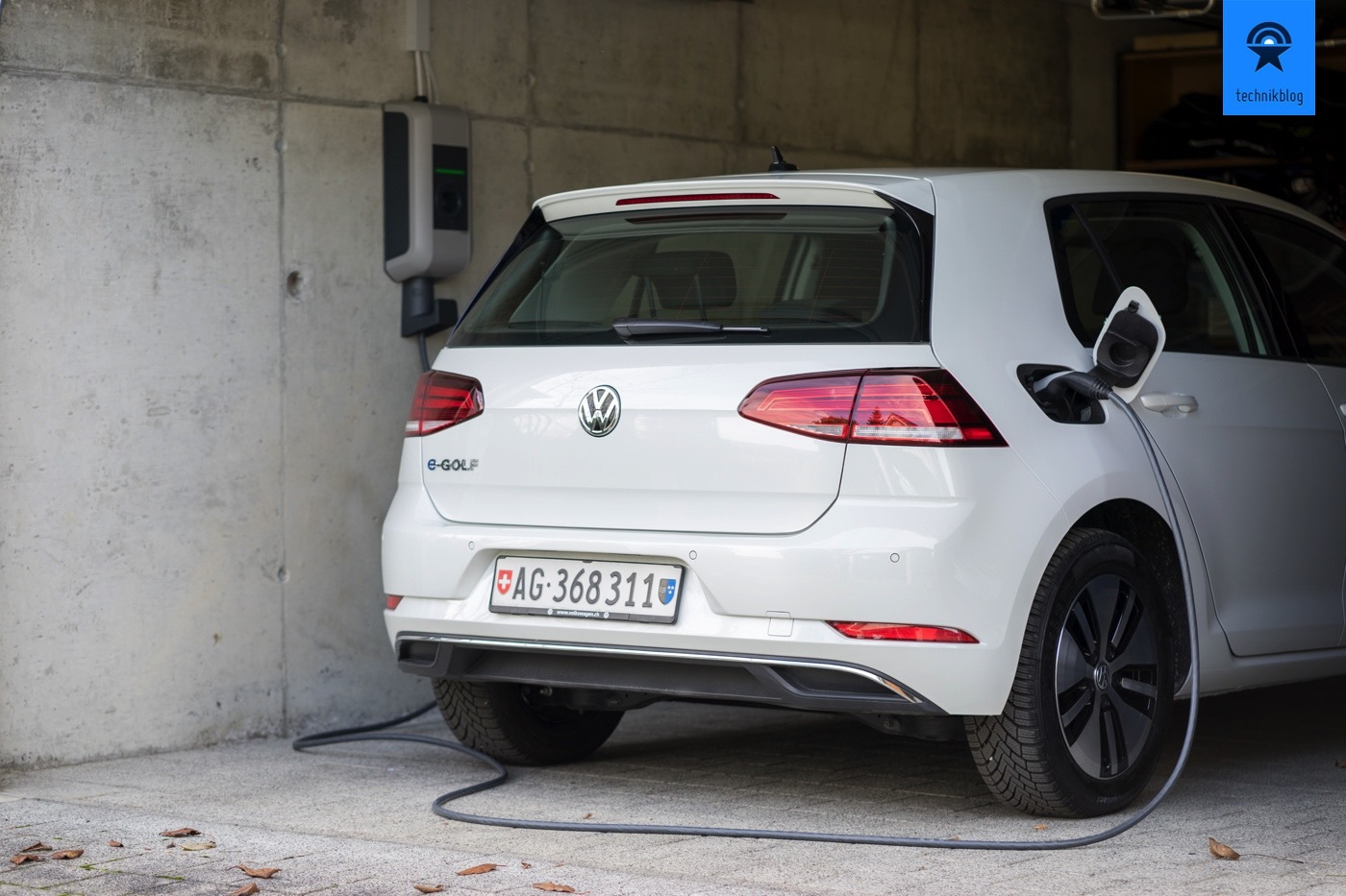 Wallbox Ladestation lädt den VW e-Golf in meiner Garage