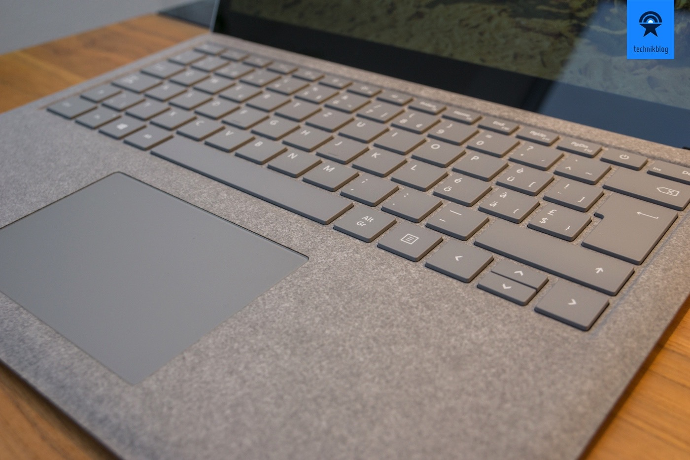 how to clean surface laptop alcantara