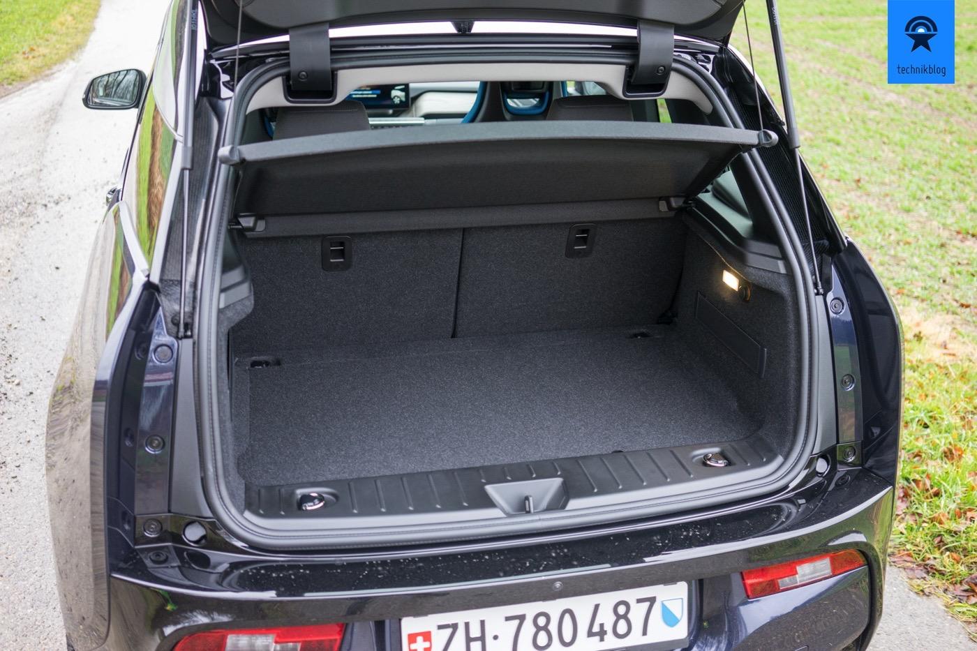 Der Kofferraum des i3: Darunter verbirgt sich der Motor