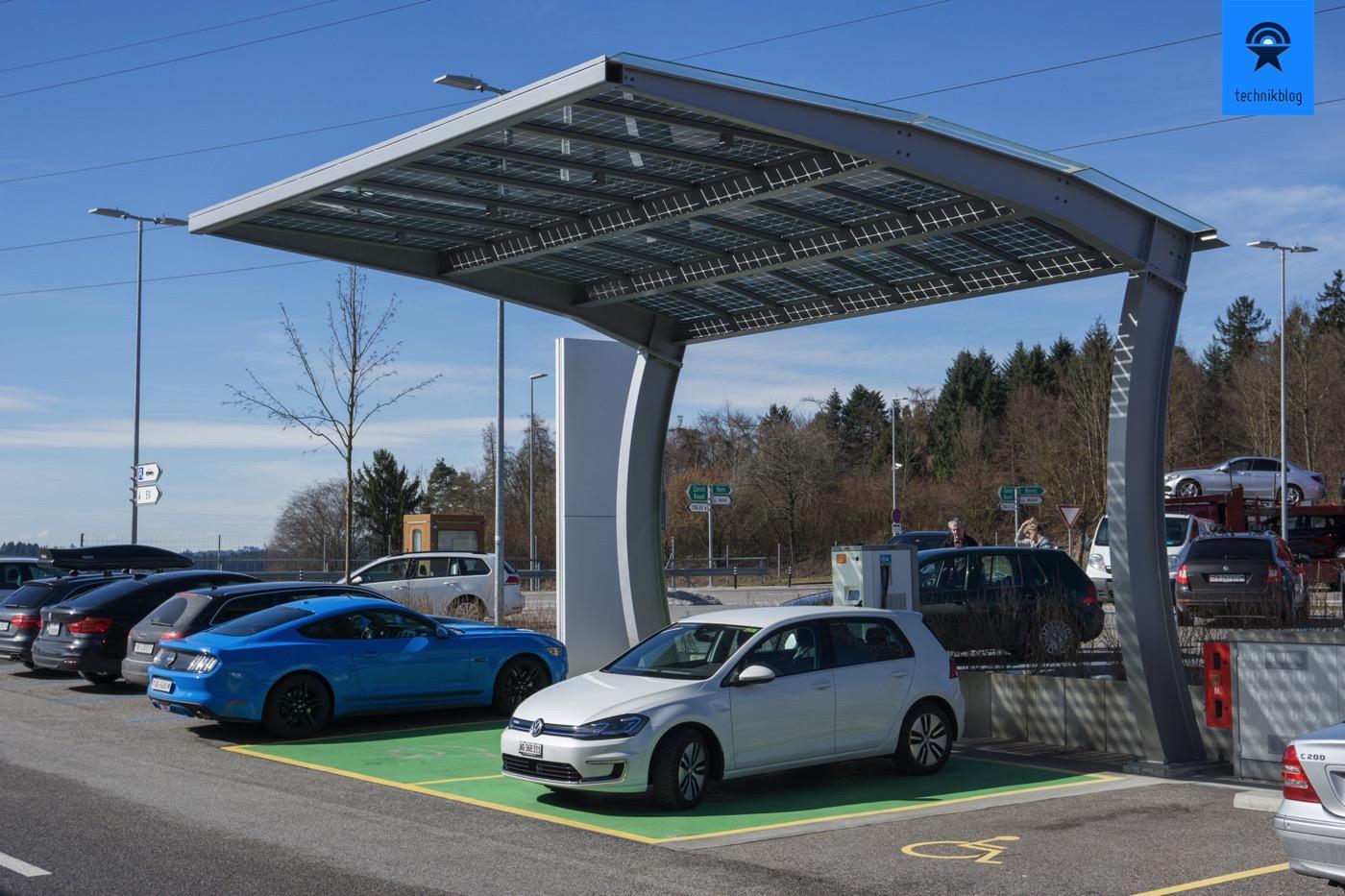 Ladestation Raststätte Grauholz vor Bern: e-Golf mit 50kW aufgeladen
