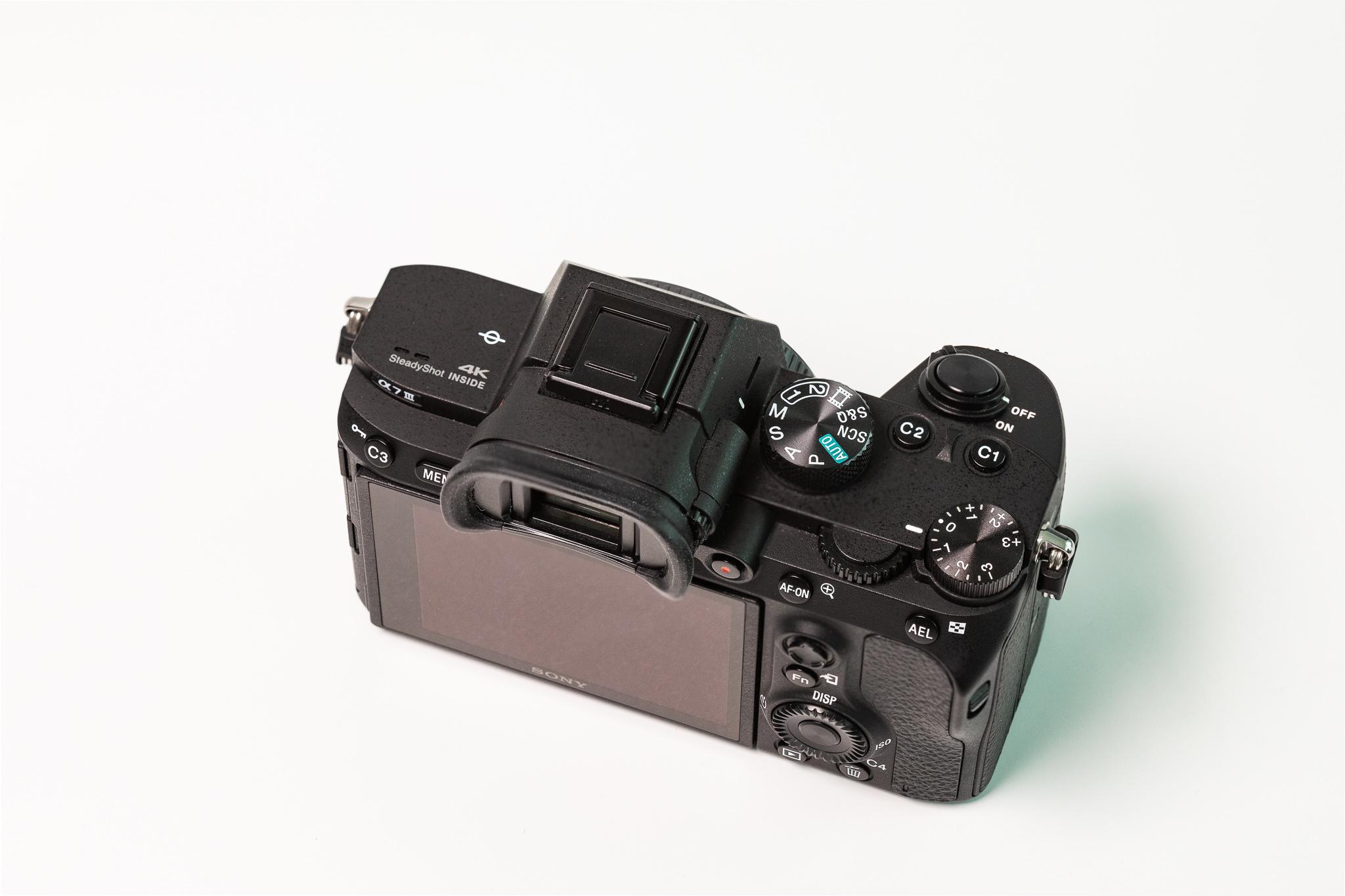 Sony bezeichnet die A7 III als ihr Einsteigermodell in die Vollformat-Welt. Bis auf den Preis, ist bei der A7 III gar nichts von Einsteigermodell zu spüren.