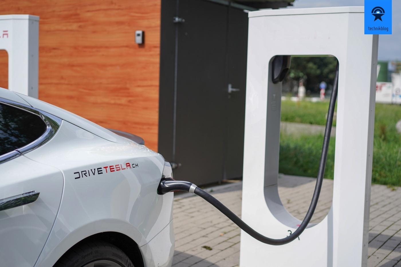 Einfach und schnell, die Tesla Supercharger