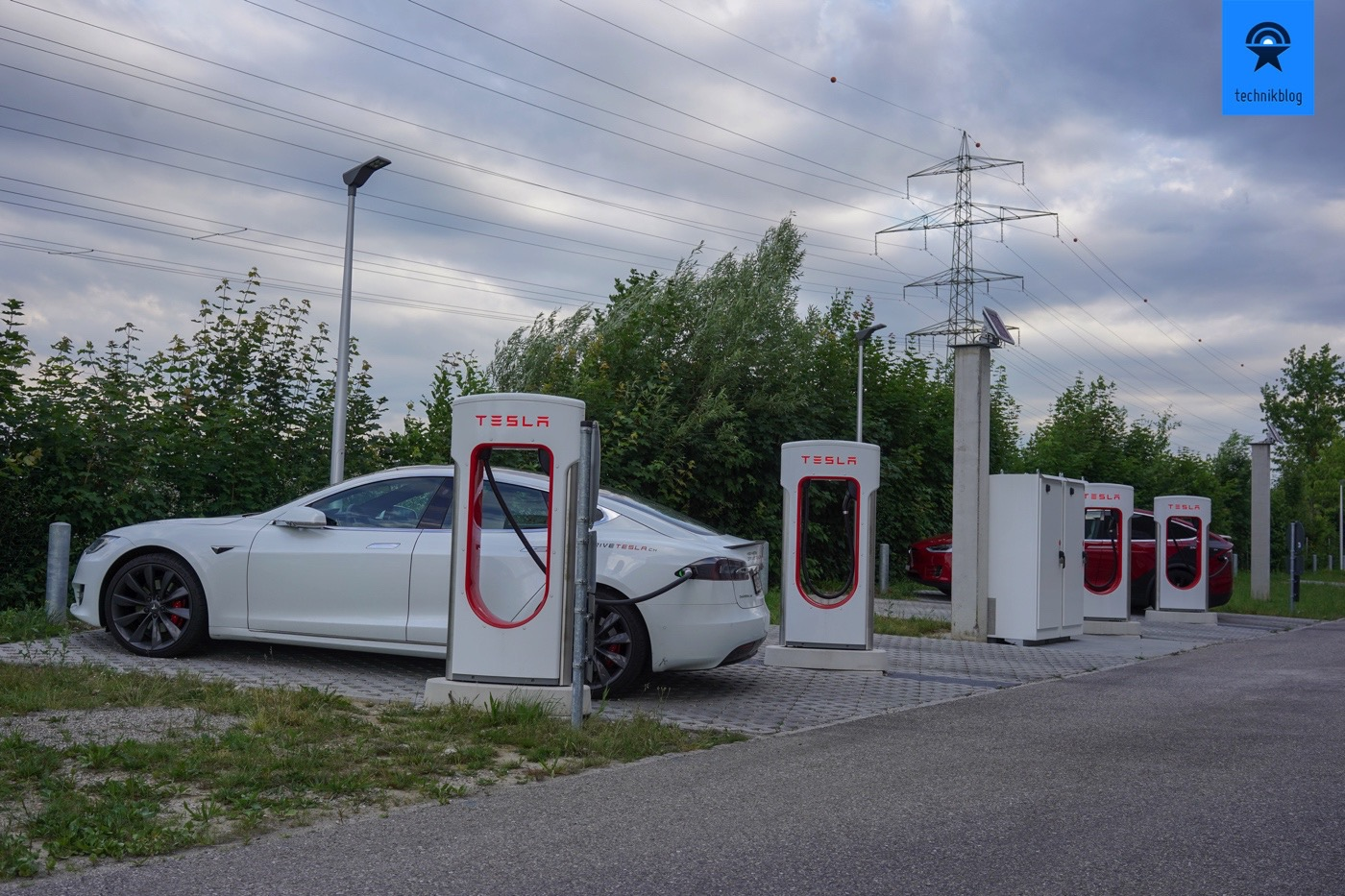Abholung des Tesla Model S in Oftringen am Supercharger.