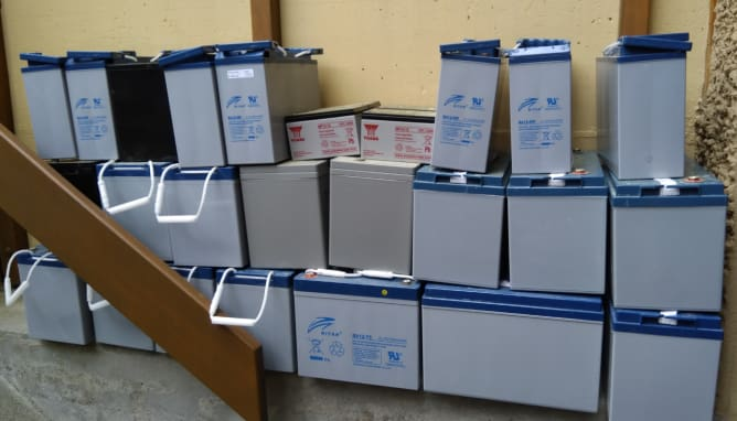 Alte Batterien für Patchwork-Batterie-Projekt