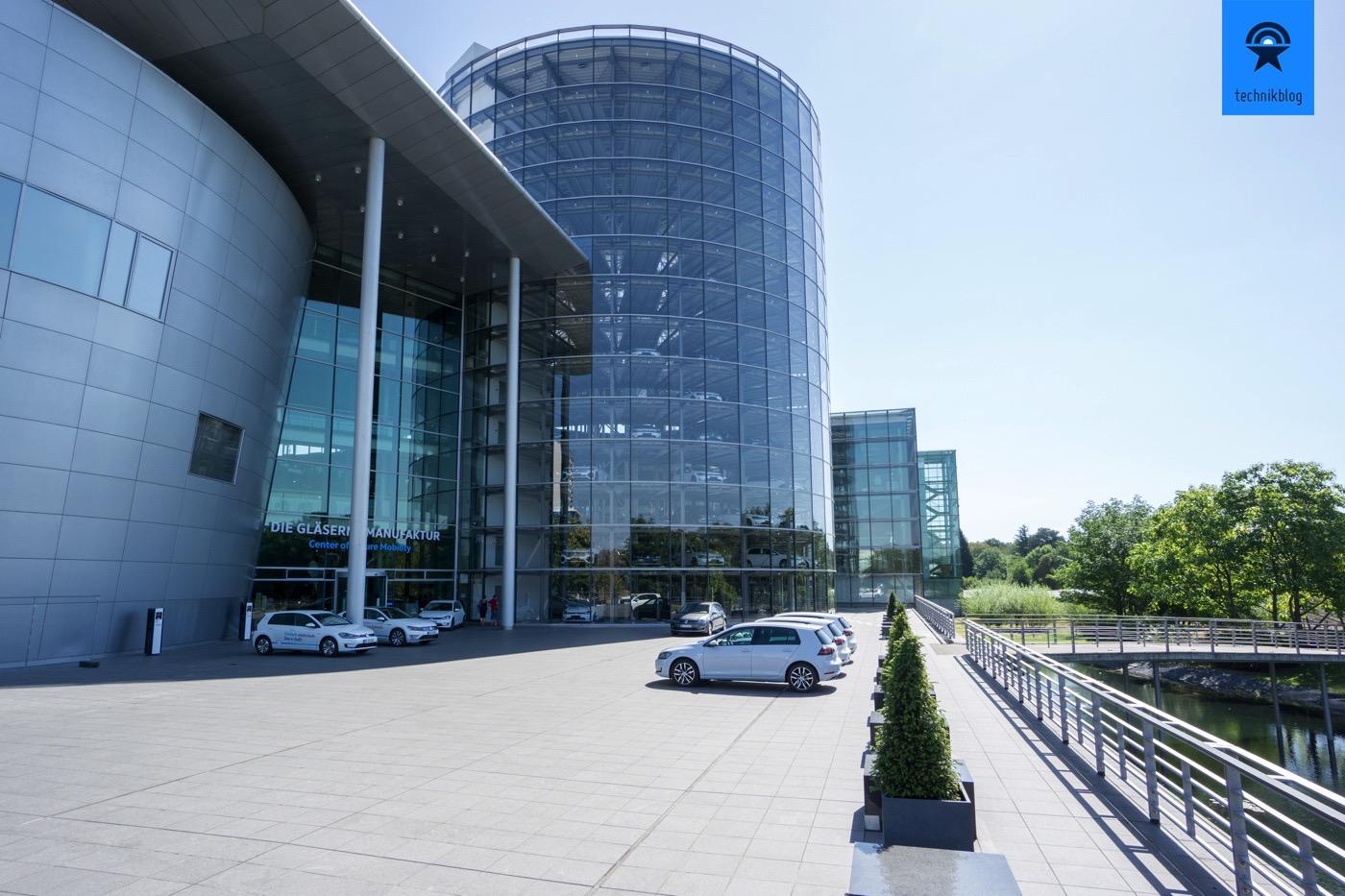 Center of future Mobility und der grosse Abholungsturm für Kunden