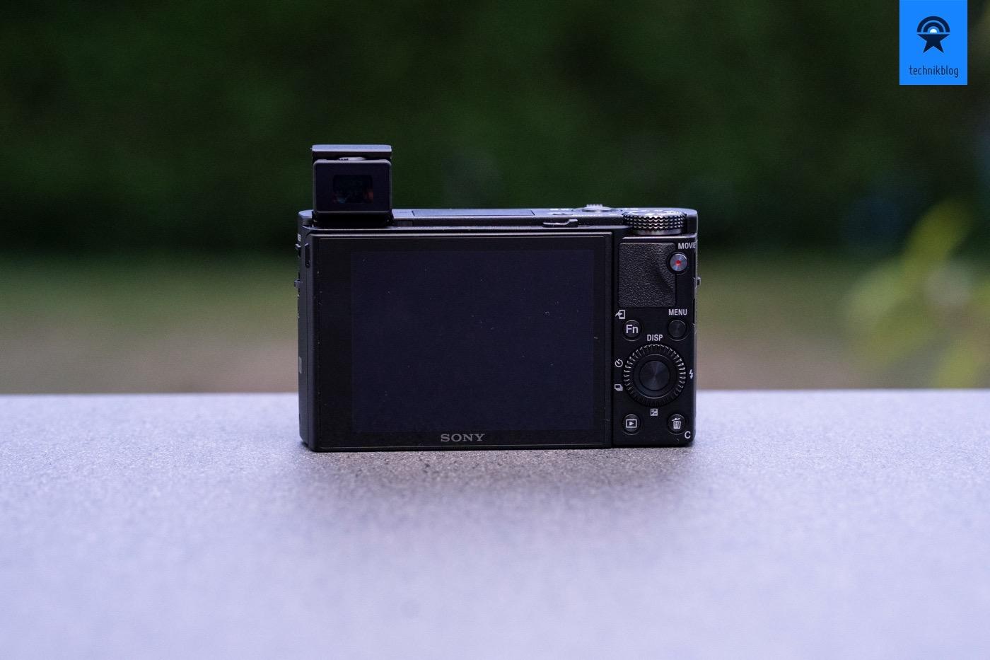 Sony RX100 V mit ausgeklapptem elektronischen Sucher