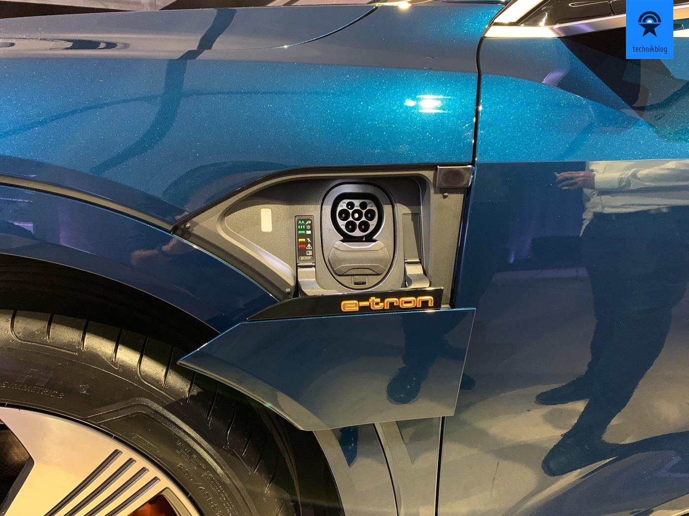 Typ 2 Ladebuchse mit 150kW CCS Möglichkeit am Audi e-tron
