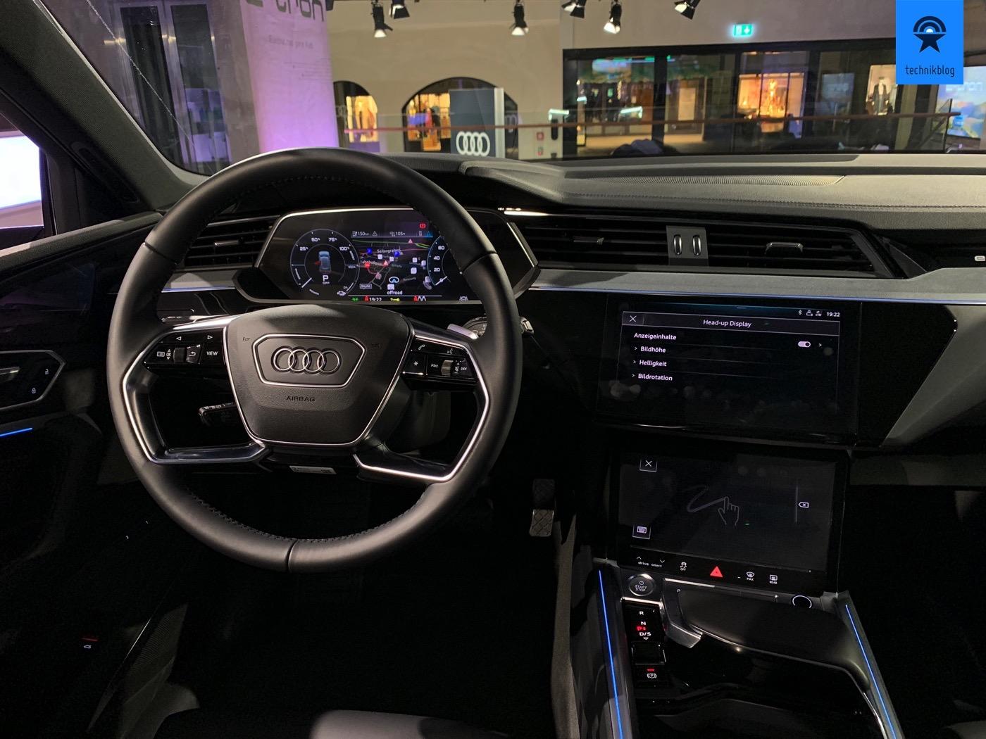 Cockpit des Audi e-tron