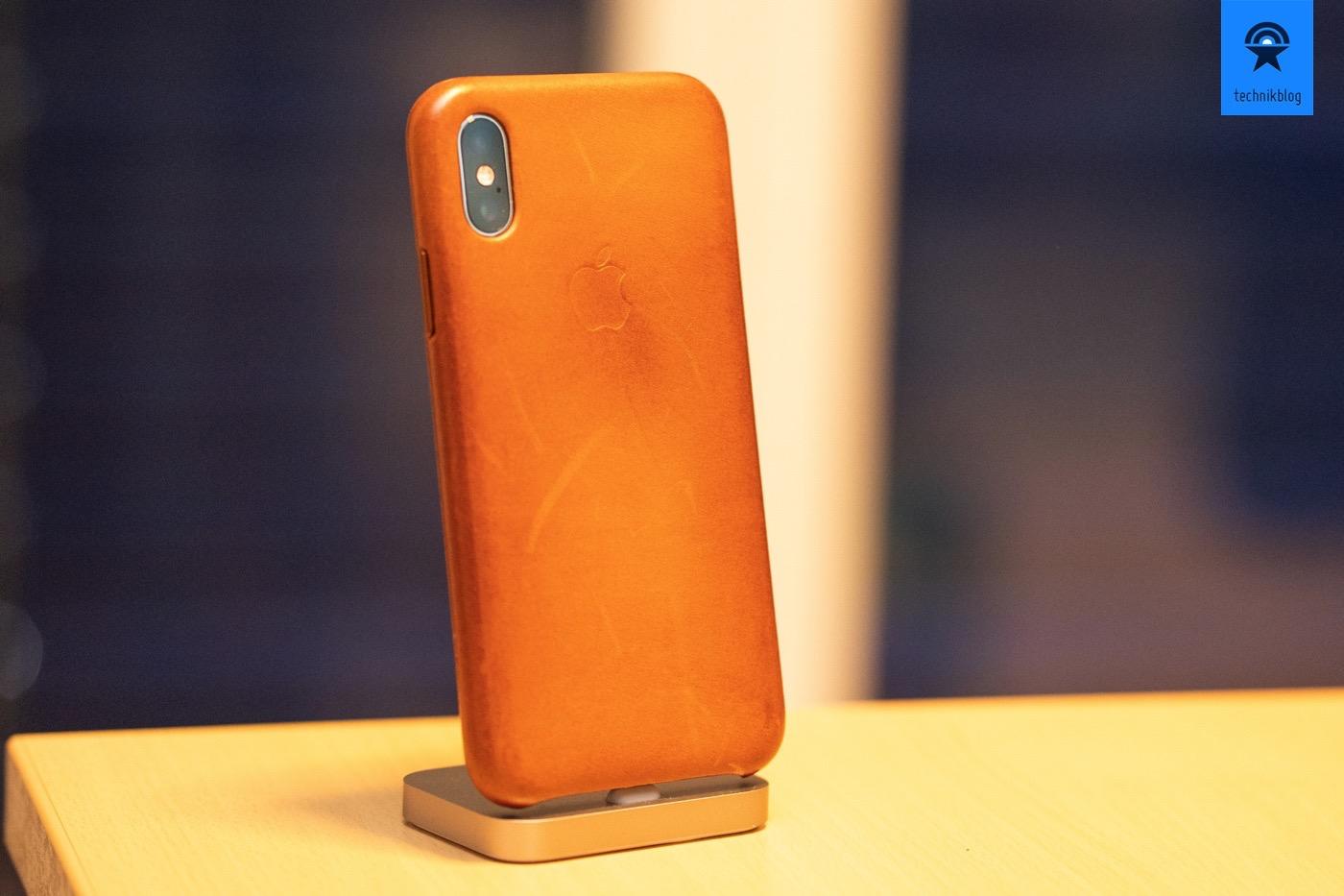 iPhone Xs mit dem Leder Case von Apple