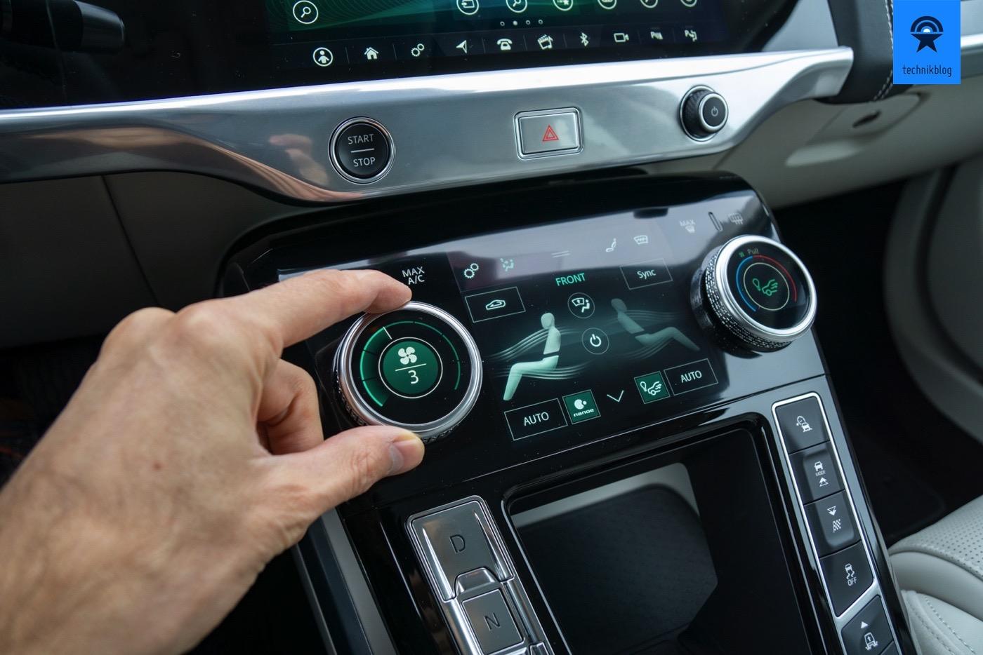 Highlight im Cockpit des I-Pace: Klima- und Sitzheizungsregelung