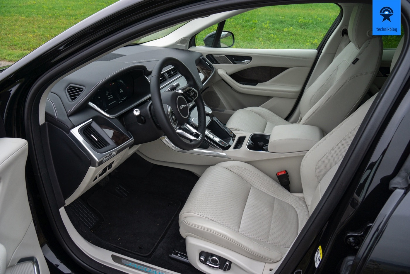 Die vordere Sitzreihe im Jaguar I-Pace