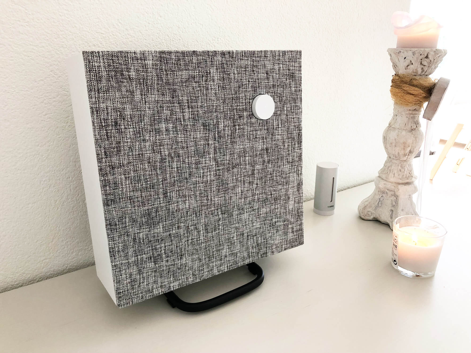 Der Ikea Eneby 30, hier auf dem Lautsprechergestell, welches wir nicht soooo schön fanden