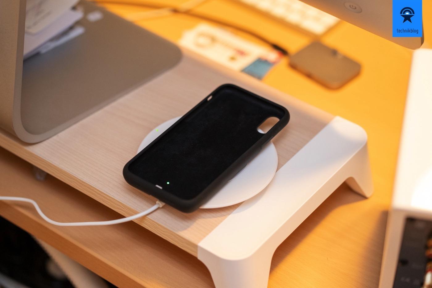 Apple Smart Battery Case lädt auch alleine an einem Qi Charger