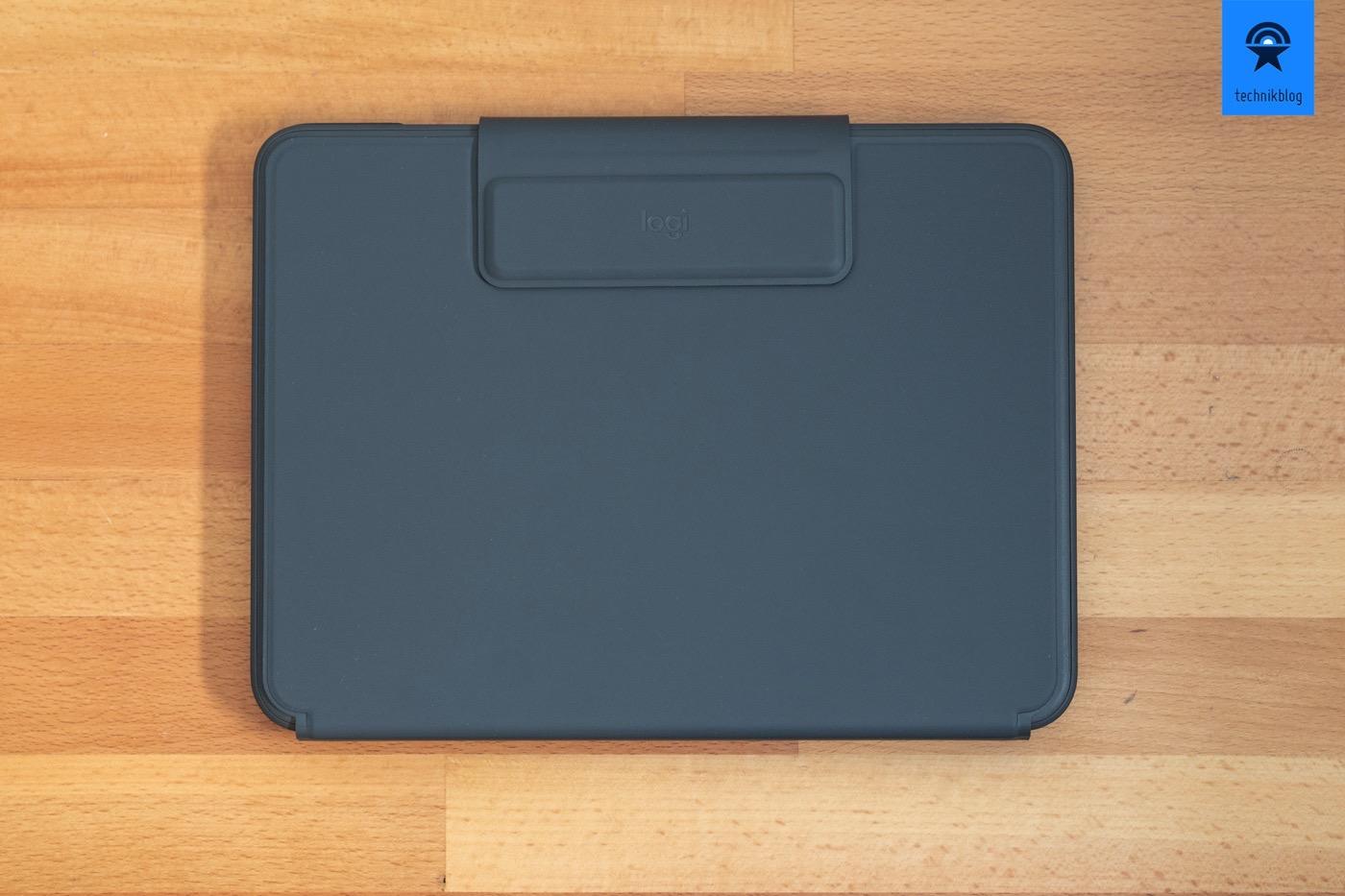 Logitech Slim Folio Pro geschlossen - Der Stift könnte unter der Lasche gehalten werden.