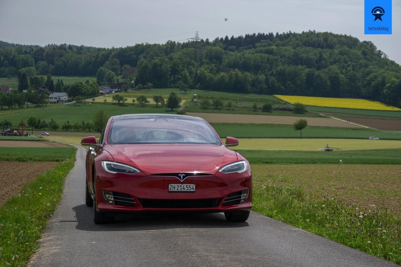 Acht Kameras dienen dem Tesla Autopiloten zur Orientierung
