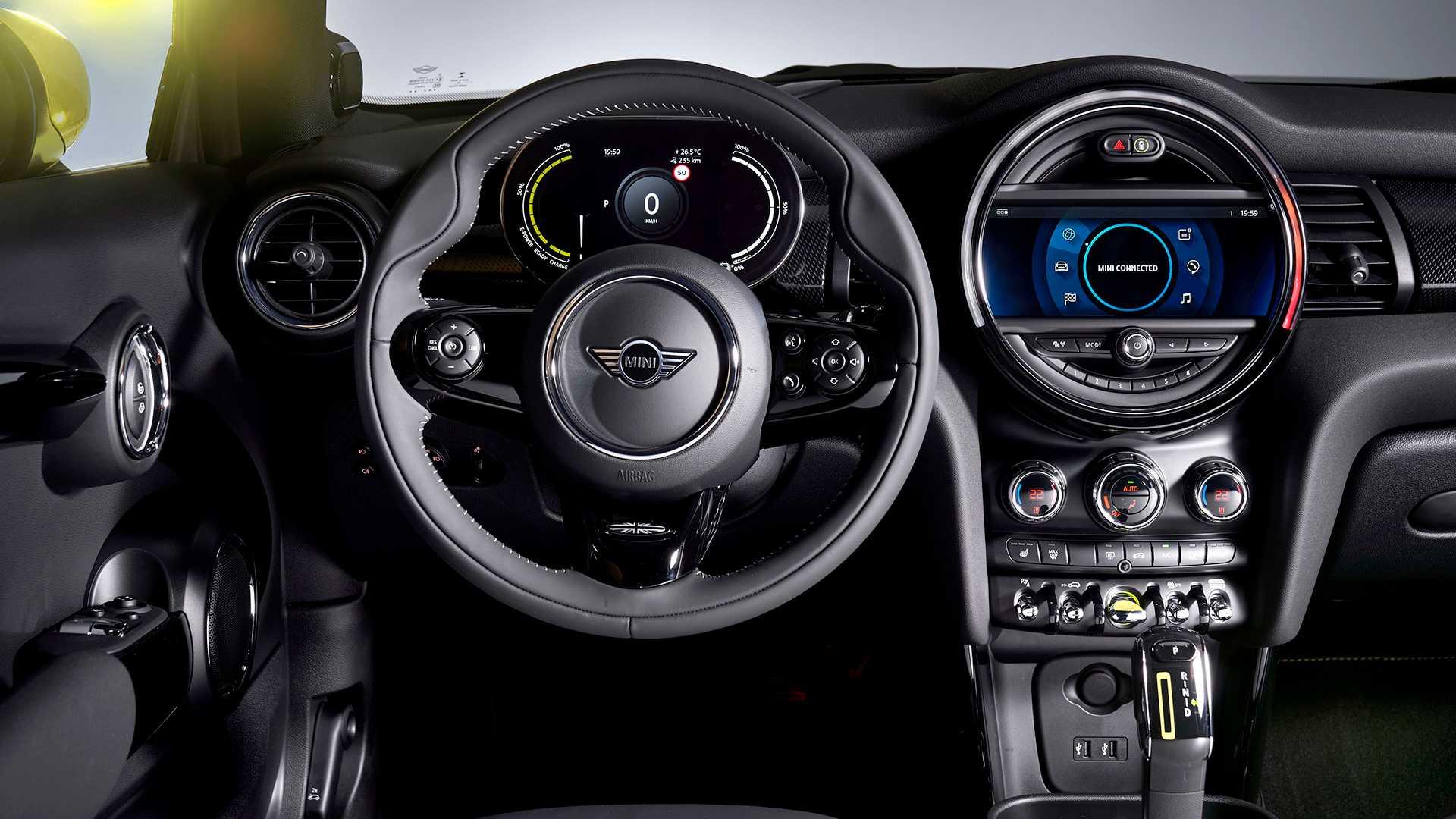 Cockpit des Mini Cooper SE