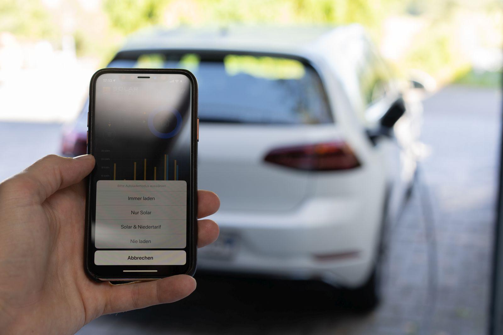 Mit einem Klick, das Elektroauto mit PV Überschuss laden
