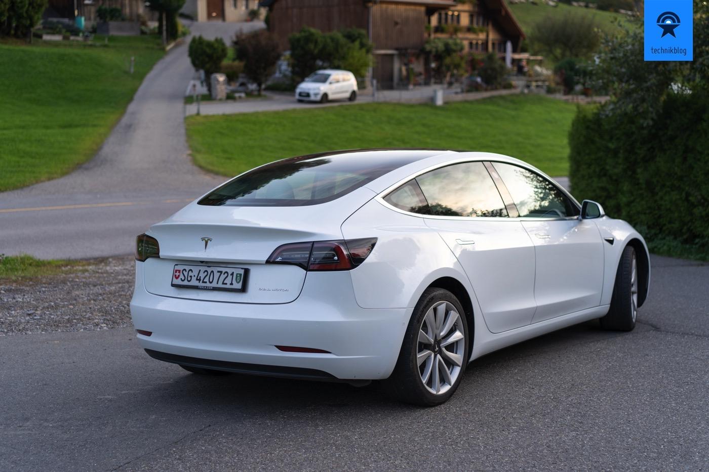 Tesla Model 3 Miete von tesla-vermietung.ch